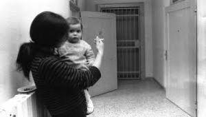 PENALE/ Si alla detenzione domiciliare  per madri condannate per reati gravi