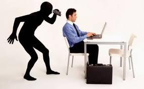PENALE/ E' reato connettersi ad internet dal computer aziendale per fini privati