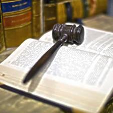 PENALE.Violenza contro la persona. La perona offesa non può impugnare i provvedimenti in materia cautelare che riguardano l'indagato.