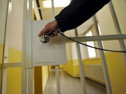 PENALE/ Il Giudice e non il PM decide quale pena il condannato sconta per prima.